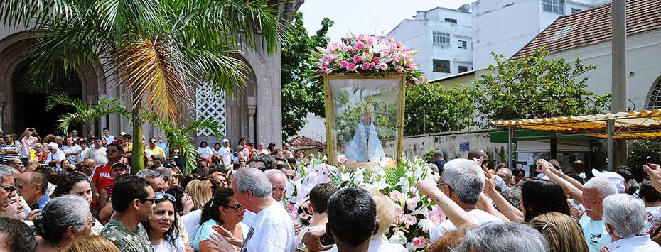 Procissão e Missa de Nossa Senhora de Nazaré atraem centenas de fiéis