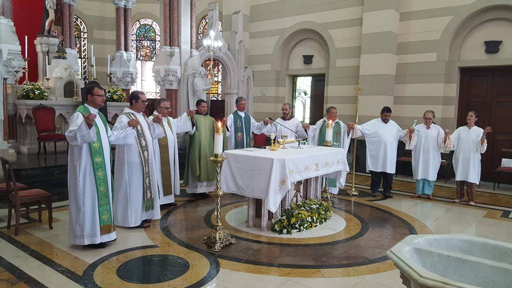 Frei Reginaldo presidindo missa (Copy)