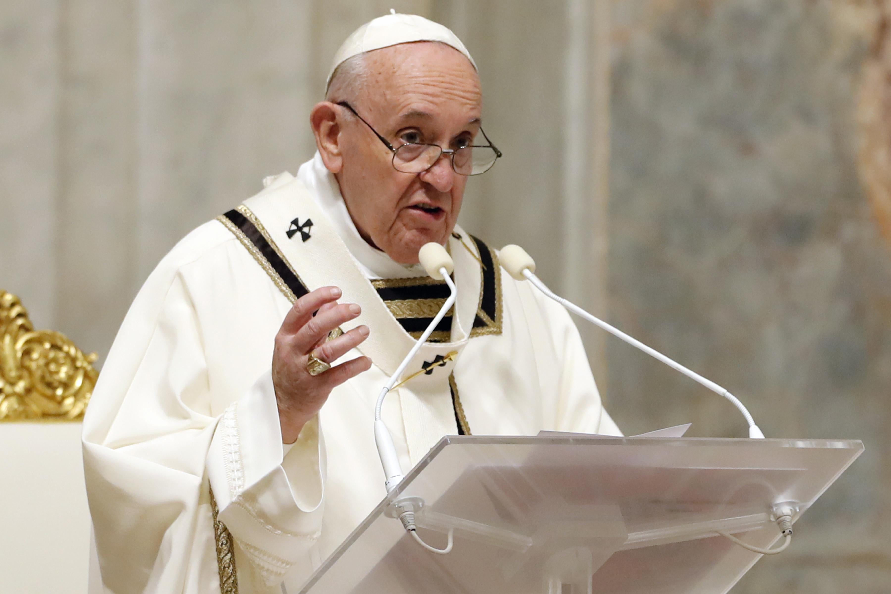 amapr1120-pope-francis-easter-vigil-afp-000_1qj7pw