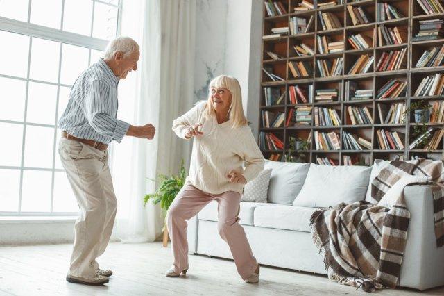 web-dancing-couple-elderly-senior-shutterstock_1049436023-viktoriia-hnatiuk