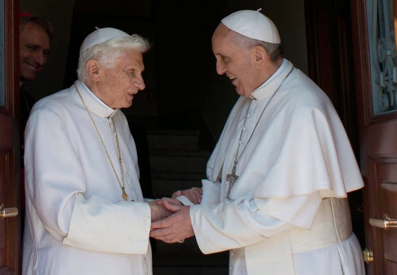 Papas-Francesco-BenedettoXVI